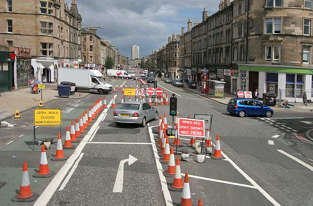 0_street_views_-_leith_walk_traffic_cones_037890